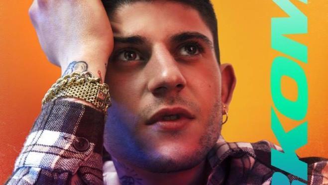 """Rkomi: il nuovo singolo """"Blu"""" con Elisa e altri notevoli duetti nel nuovo album."""