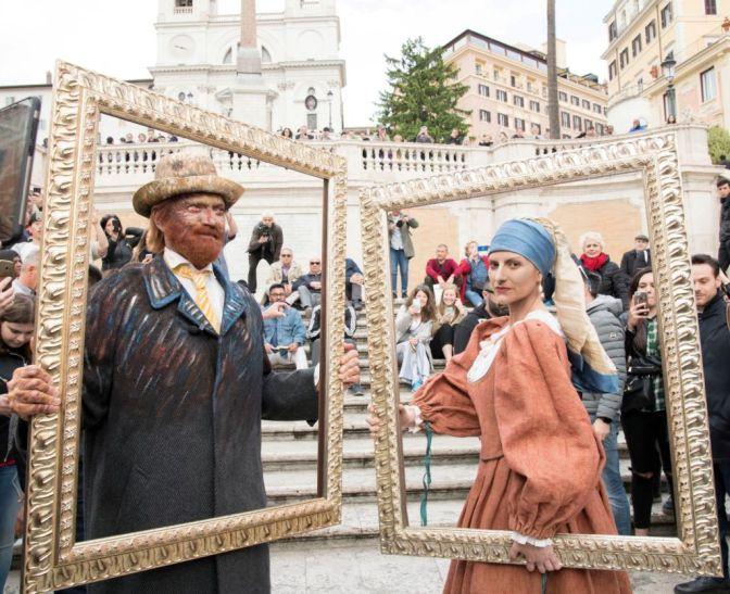 A sorpresa Laura Pausini e Biagio Antonacci oggi in Piazza di Spagna a Roma.
