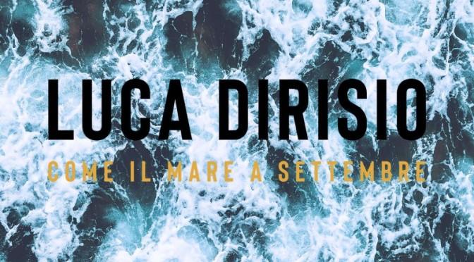 """LUCA DIRISIO: esce oggi su tutte le piattaforme digitali, in streaming e in rotazione radiofonica, il nuovo singolo """"COME IL MARE A SETTEMBRE"""" che anticipa il suo nuovo album in uscita il 25 ottobre."""