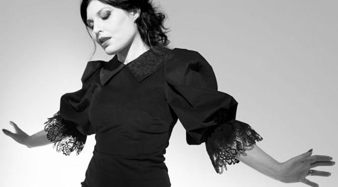 """GIUSY FERRERI: esce il nuovo brano """"MOMENTI PERFETTI"""", in radio, in digitale e streaming."""