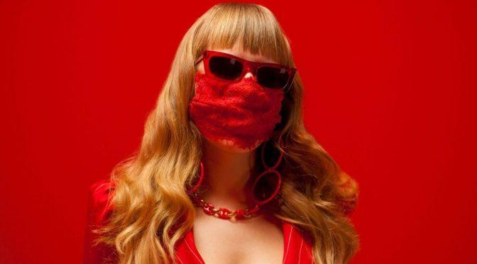 Il manifesto libertario di M¥SS KETA: esce oggi il nuovo video LE RAGAZZE DI PORTA VENEZIA-THE MANIFESTO. A novembre in tour.
