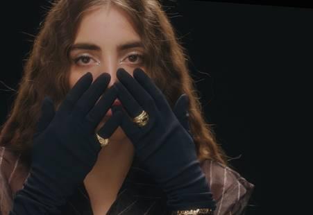 """Joan Thiele: """"PUTA"""" è il  nuovo singolo e nuovo video"""