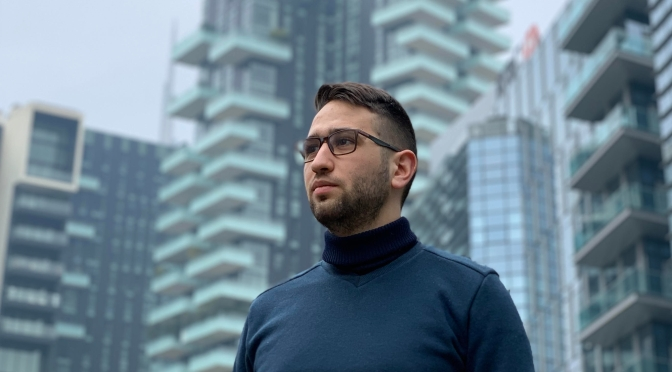 Il giovane siciliano Salvatore Sabatino rimasto a Milano continua viaggiare dalla sua terra grazie alla musica